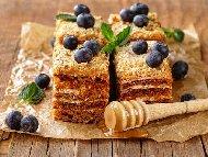 Френска селска торта с медени блатове и масло и крем от заквасена сметана и сладко от боровинки